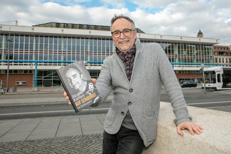 Jürgen Karney mit seiner Autobiografie.