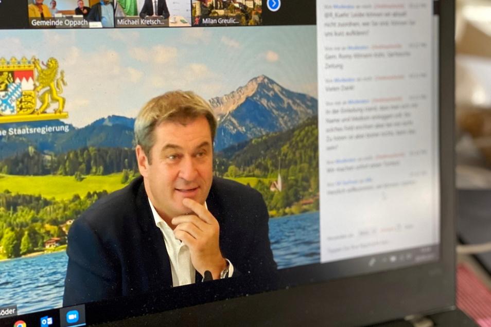 """Markus Söder schaltete sich aus Bayern zu. Im Hintergrund hatte er ein Bild vom Tegernsee eingestellt. """"Das ist unser Teich"""", kommentierte er."""