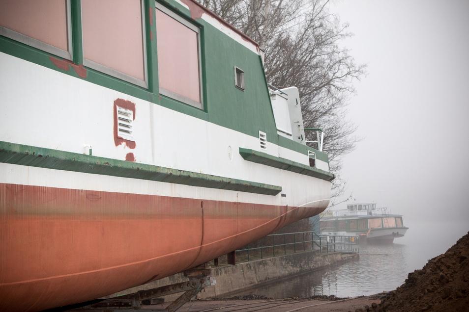 Kurz vor dem Stapellauf liegt die MS Hainichen an der Talsperre Kriebstein noch auf dem Trockendock.