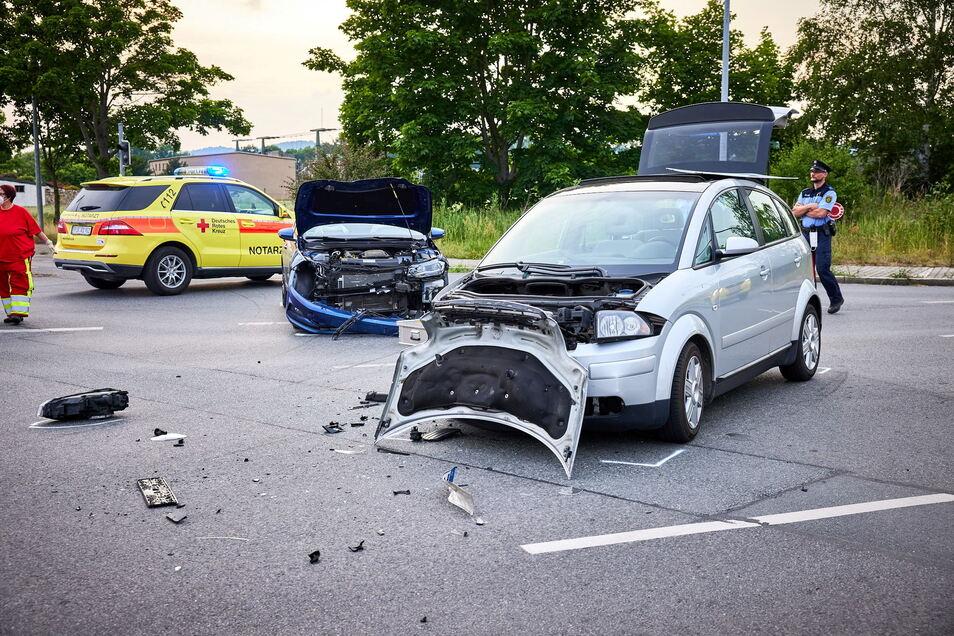 Fünf Verletzte und etwa 12.000 Euro Schaden ist die traurige Bilanz dieses Unfalls in Pirna.