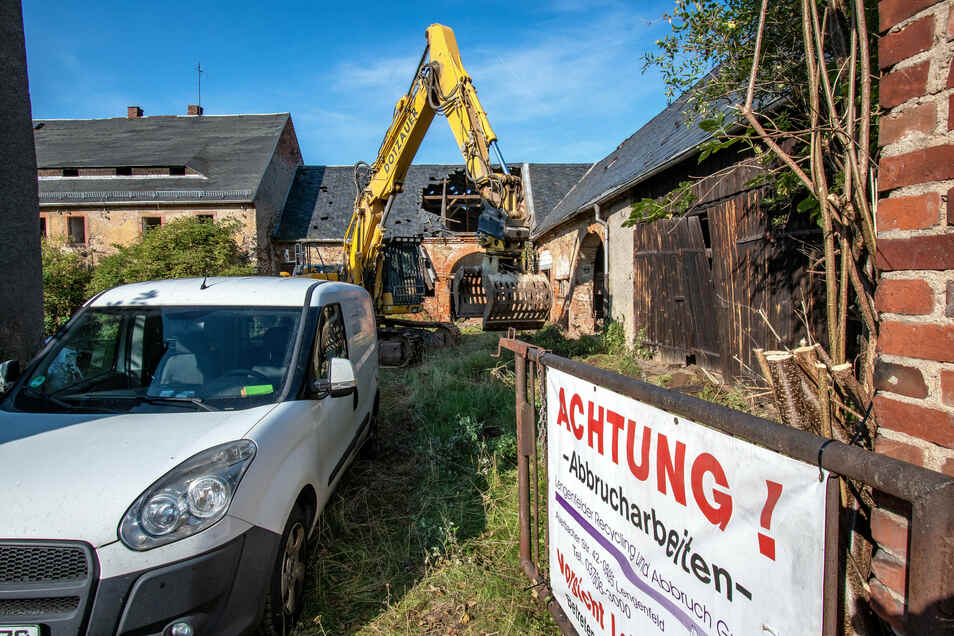Das Stadtgut an der Leisniger Straße in Hartha wird ebenso abgerissen wie das nebenstehende Wohnhaus an der Karl-Marx-Straße 2. Voraussichtlich bis Mitte Januar 2021 sollen die Arbeiten dauern.