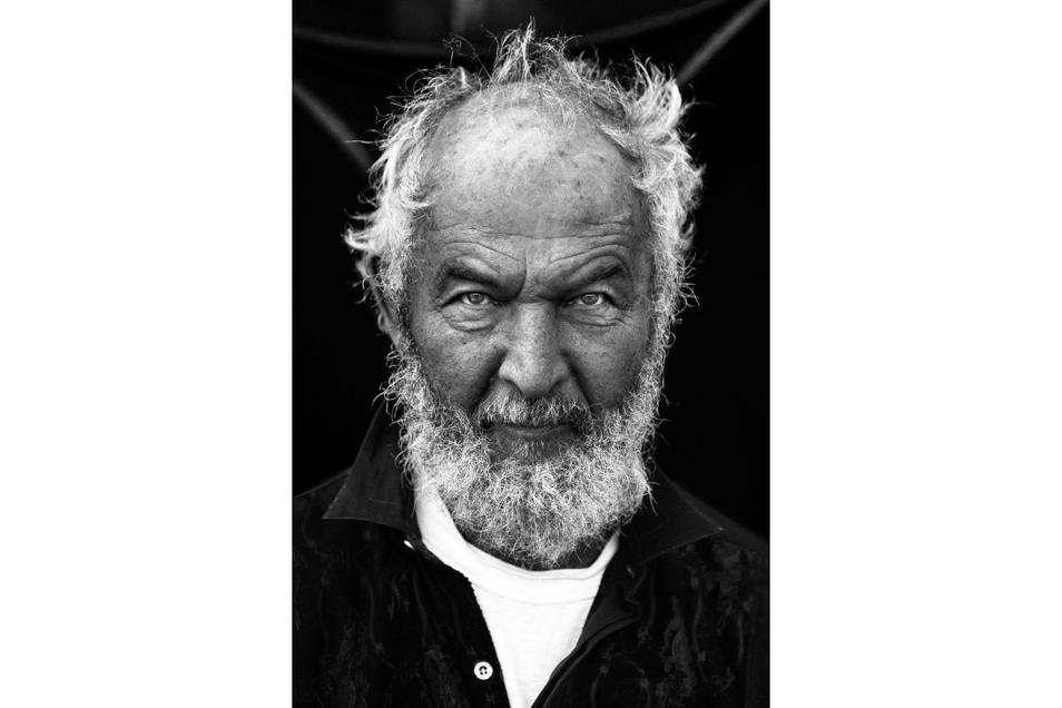 Der Dresdener Fotograf Mirko Joerg Kellner hat eines der letzten Porträts des 2014 verstorbenen Künstlers Heinz-Detlef Moosdorf aufgenommen. Mit seinem künstlerischen Nachlass entsteht in Leisnig ein Museum..