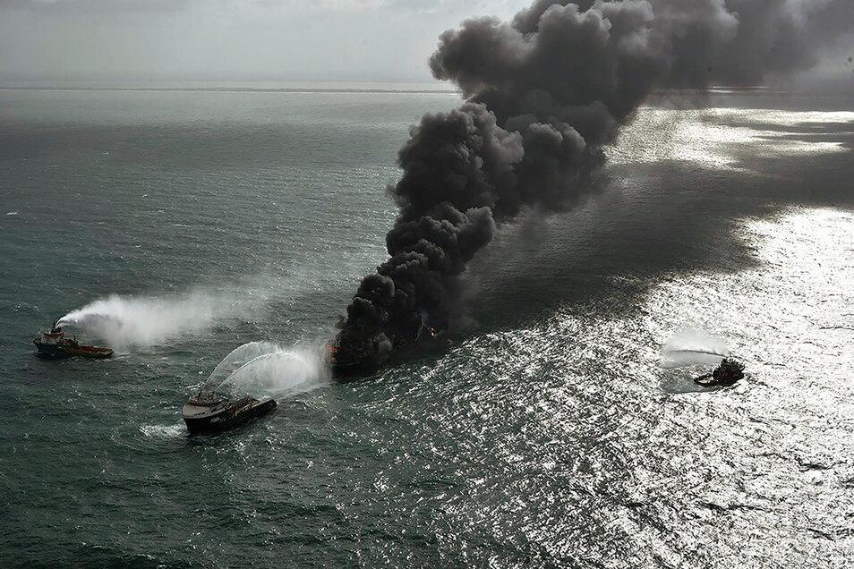Auf dem Schiff hatte es mehr als eine Woche gebrannt.