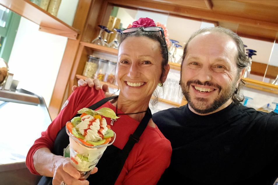 Sabrina und Ivan Caberlotto (v. l.) sind leidenschaftliche Eisverkäufer. Nach dem Lockdown freuen sie sich wieder über mehr Gäste.