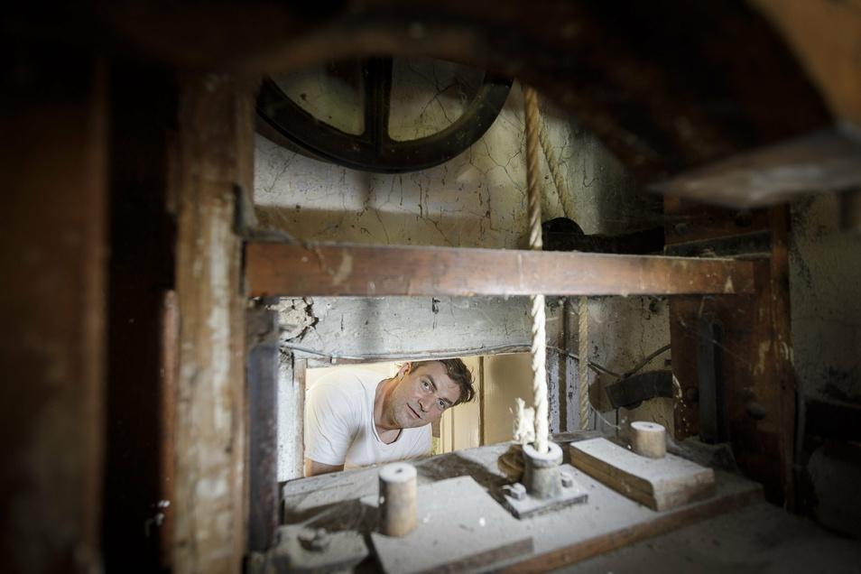 Der alte Essensaufzug, der von der Küche im Untergeschoss nach oben führte, ist noch funktionstüchtig.