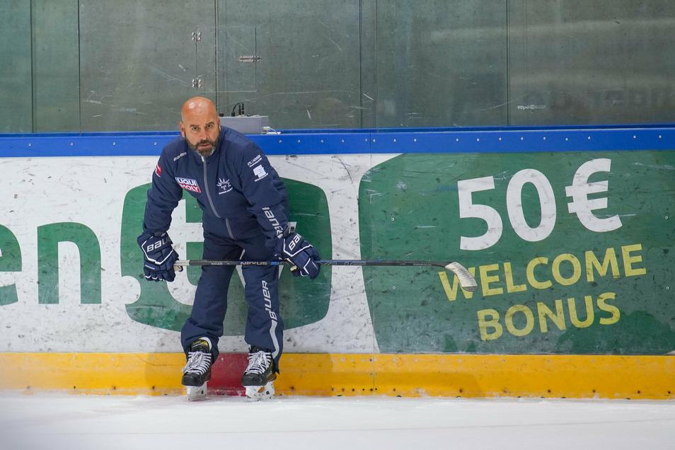 Willkommen in der neuen Saison, wobei sich die Eishockeyspieler den Bonus erst noch verdienen müssen. Eislöwen-Trainer Rico Rossi ist jedoch froh, dass es jetzt wieder losgeht.