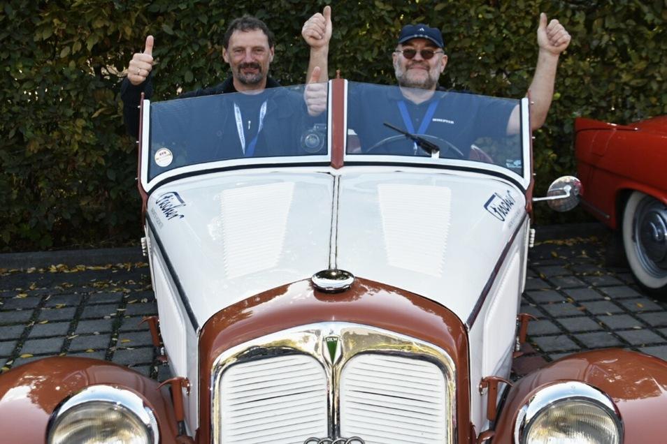 Dieser DKW F7 Cabriolet mit Thomas Hofmann und Jens Haustein ist ein echter Sachse. Das 1937 gebaute Auto wurde in Zwickau von der Auto Union gefertigt, einem Vorgänger von Audi.