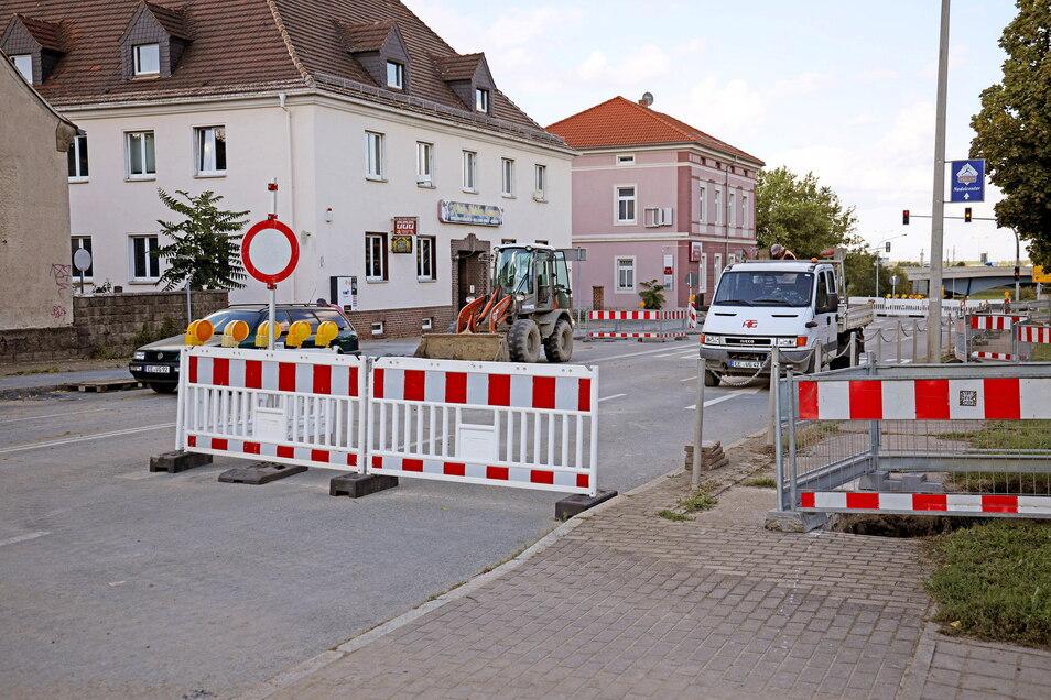 Die Baustelle an der Berliner Straße steht offenbar unter keinem guten Stern. Zuletzt mussten die Stadtwerke einen Gerichtsbeschluss erwirken, um voranzukommen.