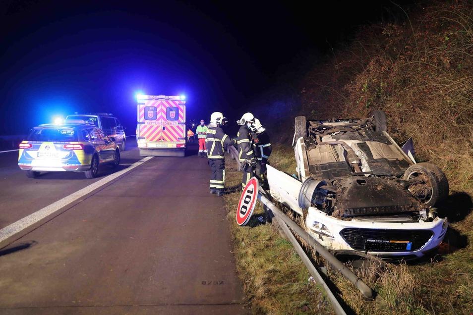 Der Ford hatte sich überschlagen, die Fahrerin wurde in ein Krankenhaus eingeliefert.