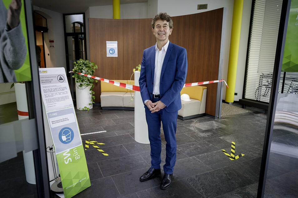 Stadtwerke-Vorstand Matthias Block im Kundencenter seines Unternehmens, in dem sich in Corona-Zeiten auch viel verändert hat.