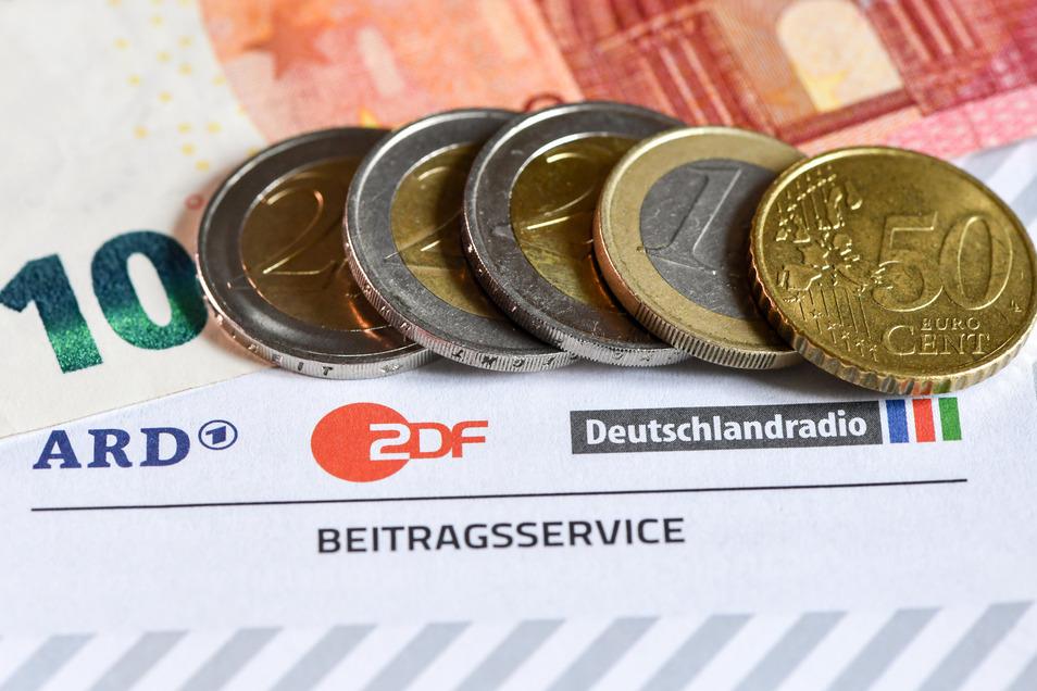 Die ARD-Radiosender haben Einsparungen in den Verkehrsredaktionen angekündigt.