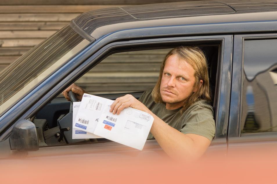 Mahnschreiben aus dem Ausland: Ingo Kretzschmar (40) aus Dresden ist sauer, wie viel er für einen Parkverstoß zahlen soll.