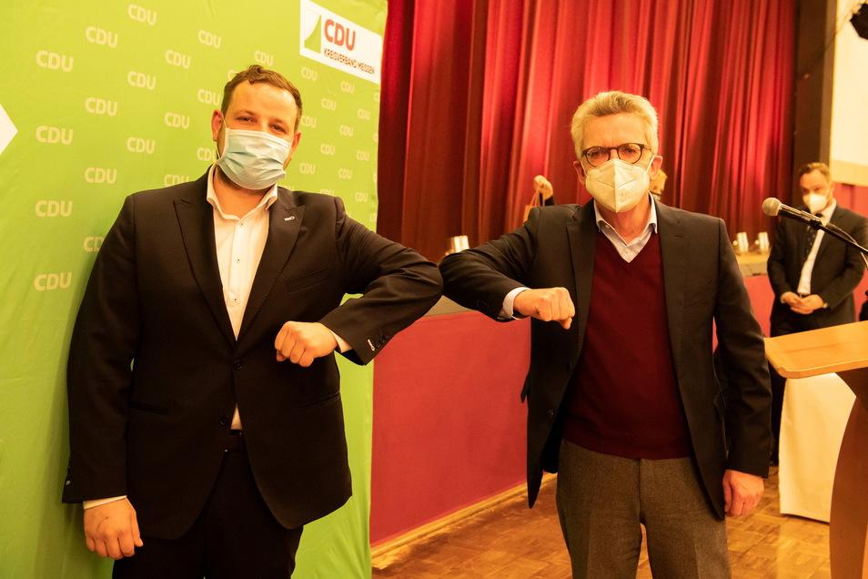 Der Platzhirsch und sein möglicher Nachfolger: Sebastian Fischer (39, l.) möchte das Bundestags-Direktmandat von Thomas de Maizière (67) übernehmen. Dafür muss er aber die Wahl am 26. September gegen sieben Konkurrenten gewinnen.