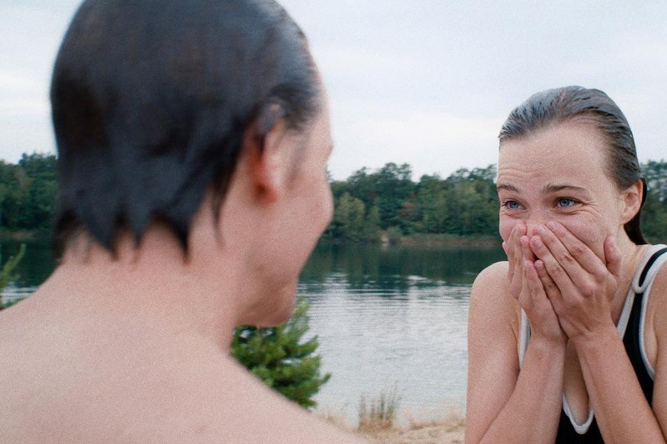 In Kleinsaubernitz in der Gemeinde Malschwitz spielt eine Szene, in der Fabian und seine Freundin im See baden ...
