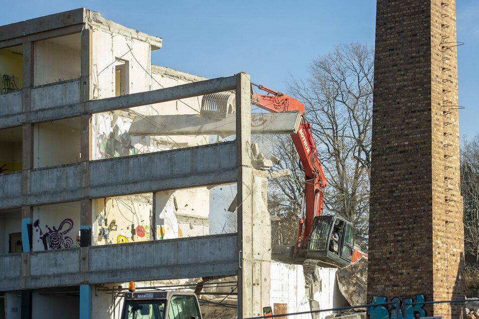 Die 1981 eingeweihte Schule verschwindet Stück für Stück.