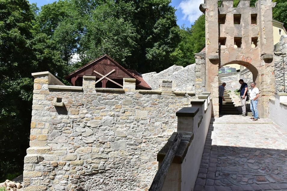 Die linke Mauer stürzte 2008 auf ein Wohnhaus, jetzt wurde sie instand gesetzt.