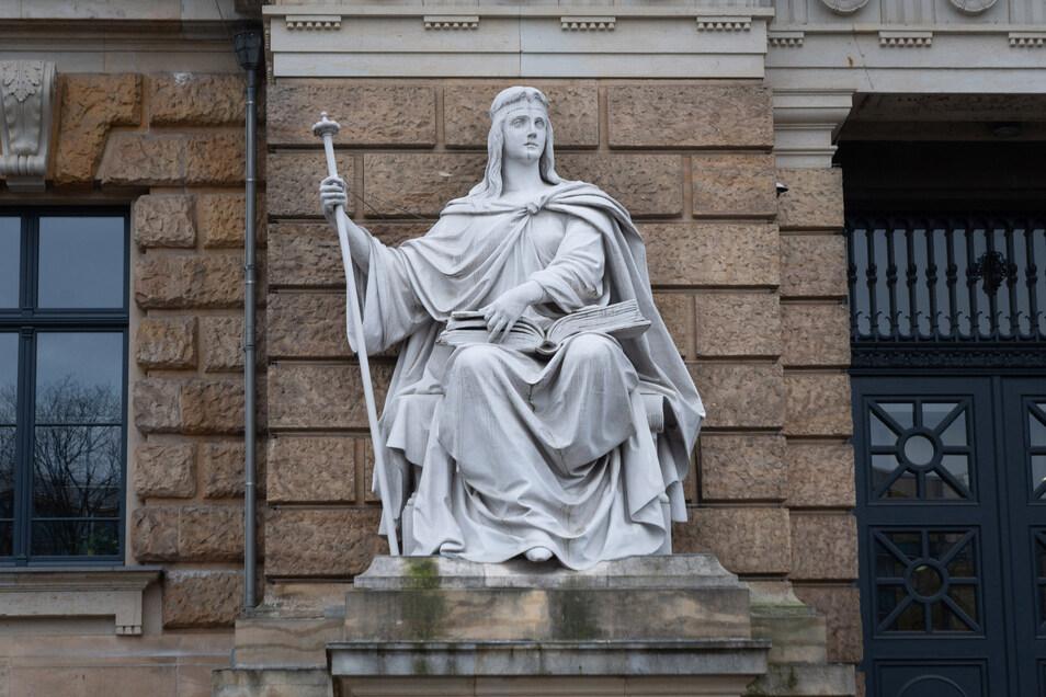 Wunder-Messgeräte, mysteriöse Autoeinbrüche in England und Kroatien, und ein Millionen-Schaden: Am Dresdner Landgericht endet am Donnerstag ein Betrugsprozess.