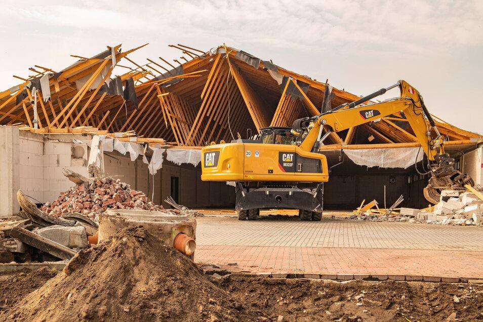 Der bisherige Aldi-Markt in Großenhain wird derzeit abgerissen. Das sorgt auch für kritische Stimmen.