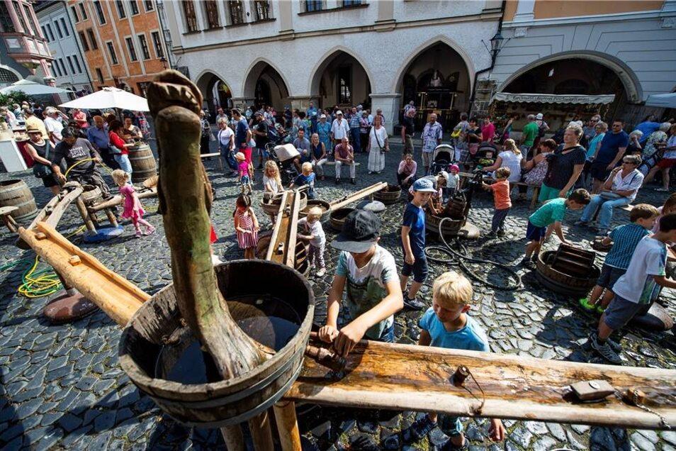 Für die kleinen Gäste des Tippelmarktes gehörten die Wasserspiele zu den größten Attraktionen am Wochenende.