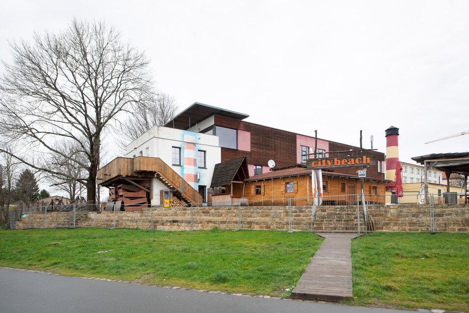 Weil Wiesenfläche am Elberadweg nicht mehr genutzt werden darf droht Citybeach das Aus.