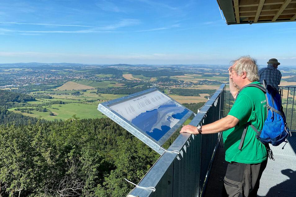 Ein herrlicher Weitblick bietet sich vom höchsten Punkt des Zittauer Gebirges, dem neuen Turm auf der Lausche. Weitblick erwarten die Gebirgsgemeinden jetzt auch von den professionellen Touristikern.