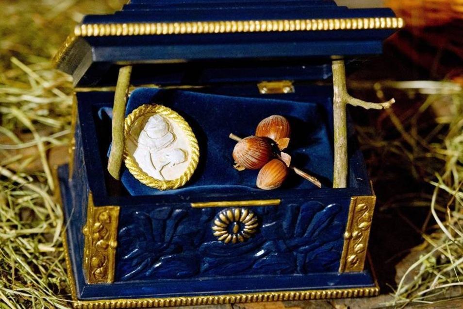 Eine Miniaturtruhe mit den Haselnüssen aus dem Film steht in der aktuellen Ausstellung, die vom 16. November 2013 bis 2. März 2014 zu sehen ist.