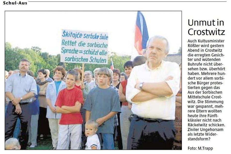 Der Schulaufstand in Crostwitz sorgt für viele Schlagzeilen. Am 9. August 2001 berichtete die SZ so.