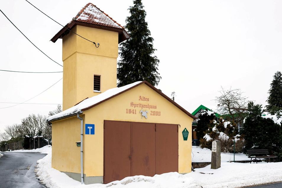 Garage mit Turm: das alte Feuerwehrhaus in Altendorf.