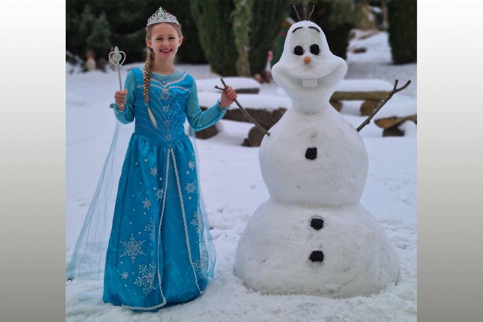 Die siebenjährige Jolien Liana Franke aus Ziegra hat sich als Eisprinzessin Elsa verkleidet und einen Schneemann Olaf gezaubert.
