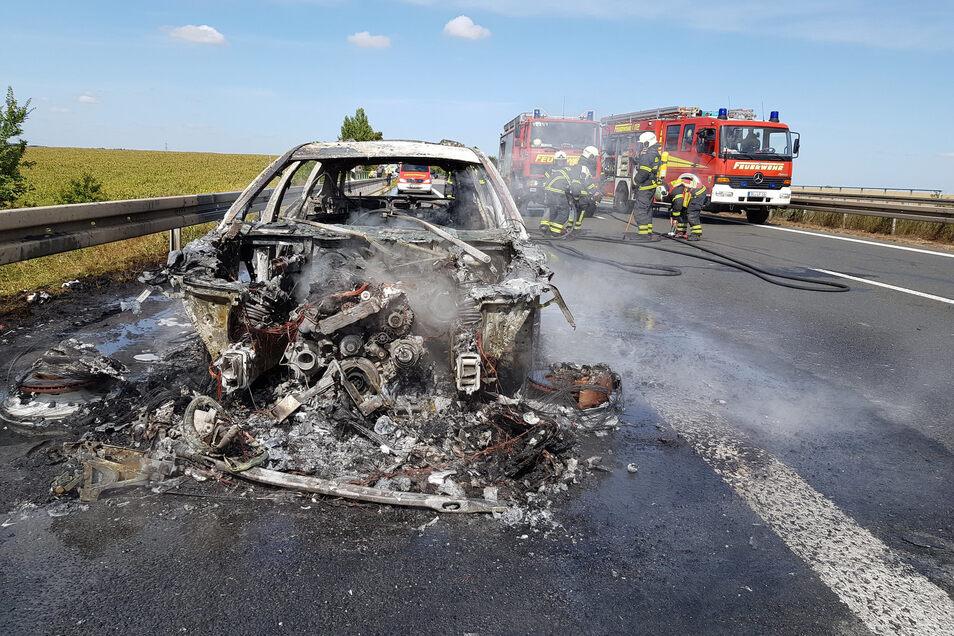Das Fahrzeug ist völlig ausgebrannt.