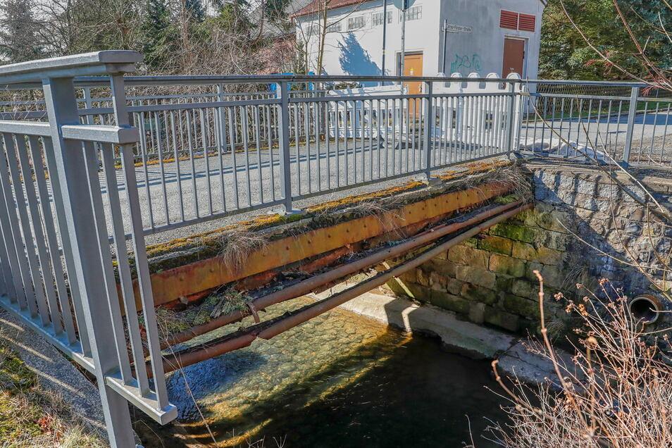 Der schlechte Zustand der Brücke an der Leutersdorfer Straße in Seifhennersdorf, in Höhe der Hausnummer 42, in Richtung Arno-Förster-Straße ist nicht zu übersehen.