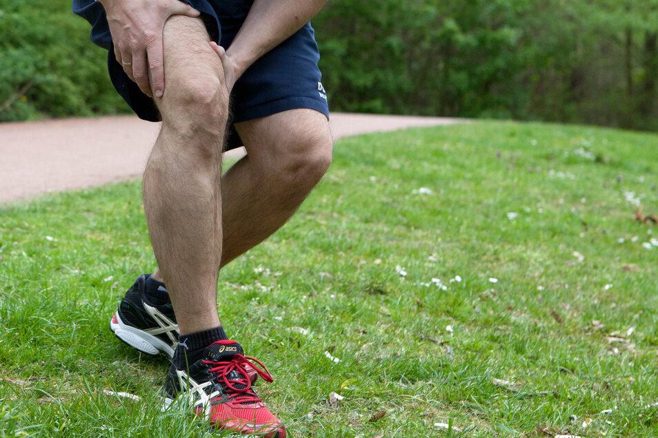 Und plötzlich zieht es im Knie: Schmerzen beim Sport sind nichts ungewöhnliches. Sie richtig einzuordnen, kann aber knifflig werden.