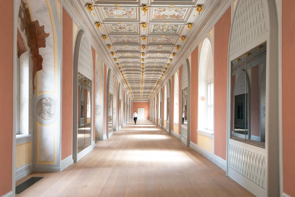 Das ist der frisch sanierte Lange Gang zwischen Residenzschloss und Johanneum. Dort werden künftig rund 500 prachtvolle Feuerwaffen aus dem Besitz der Wettiner präsentiert.