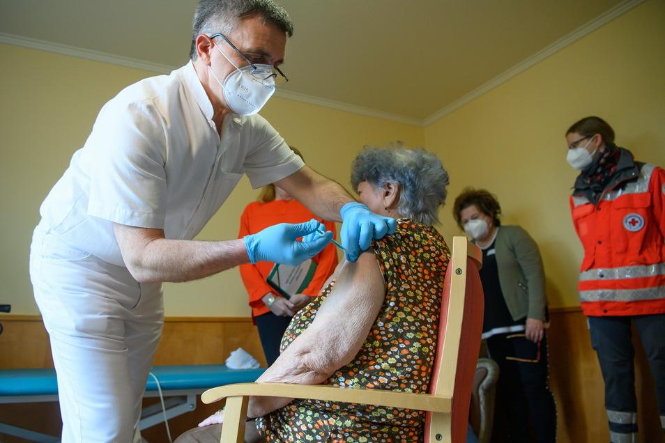 Die 85-jährige Hanna Hertzsch erhielt am 27. Dezember ihre erste Dosis des Corona-Impfstoffes von Biontech/Pfizer. nun hat sie auch die zweite Dosis erhalten.