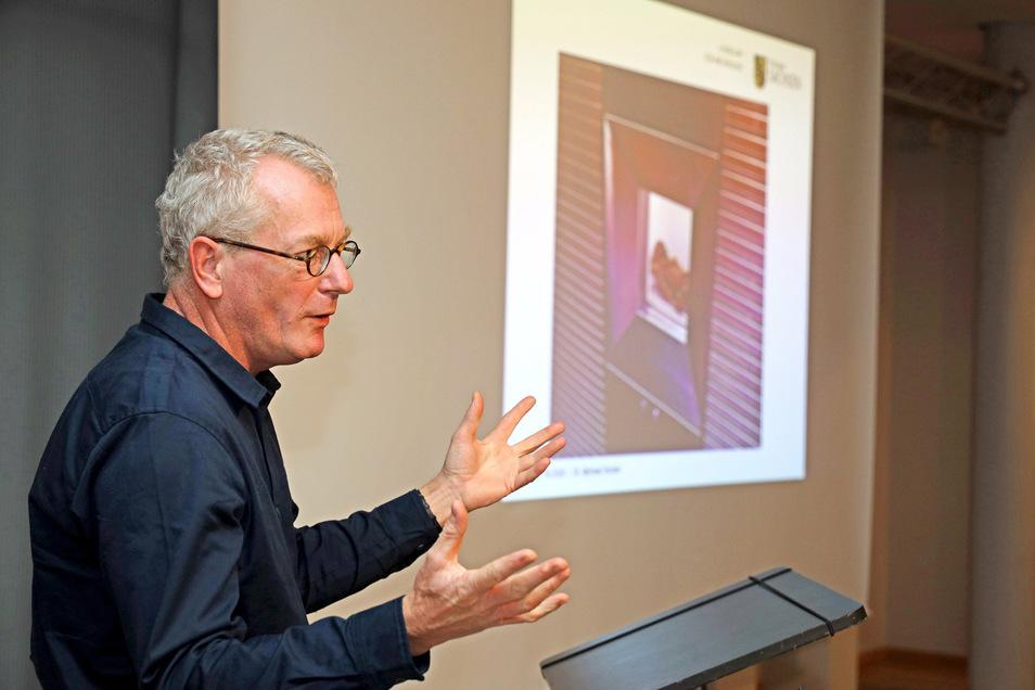 Der promovierte Archäologe Michael Strobel konnte bei der Eröffnung der Ötzi-Ausstellung in Riesa viele interessante Details aus der Zeit des Gletschermannes erzählen.