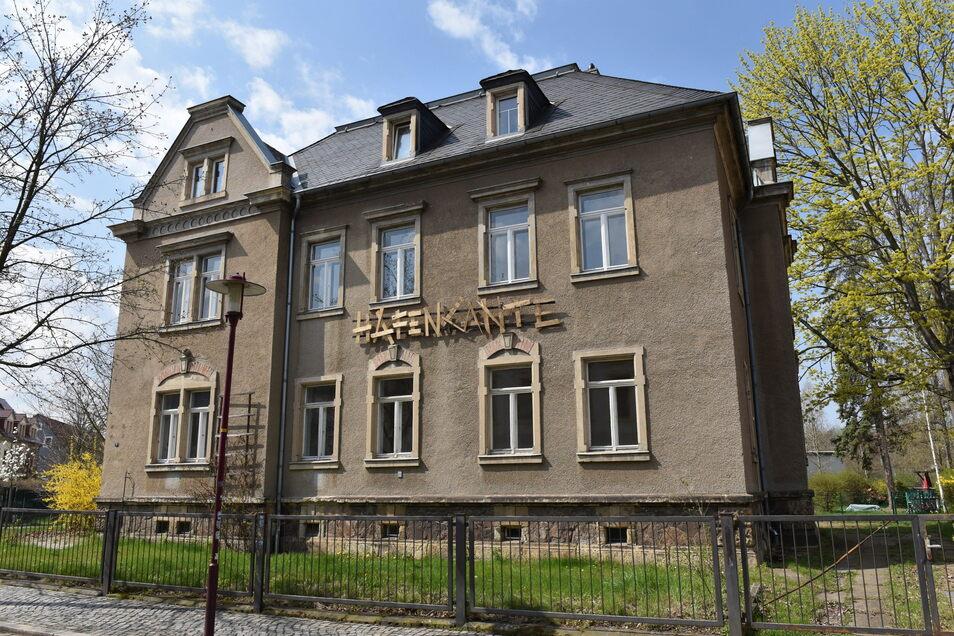 """Der Schriftzug """"Hafenkante"""" prangt am Gebäude in der Kantstraße, wo einst das Mundwerk den Schülertreff betrieb."""