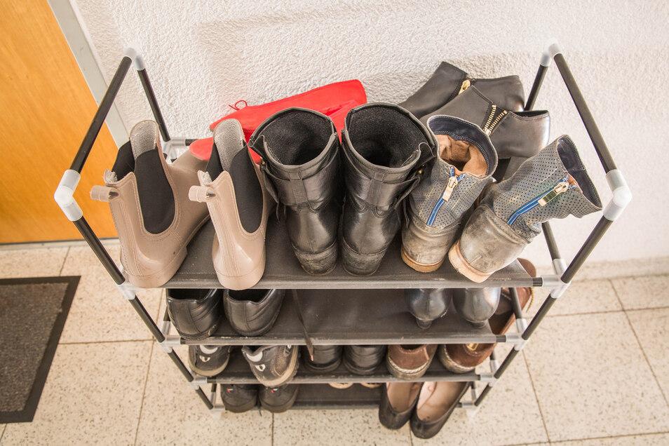 Schuhe im Treppenhaus: Für viele Mieter ist das alltäglich. Großvermieter sehen das aber gar nicht gerne.