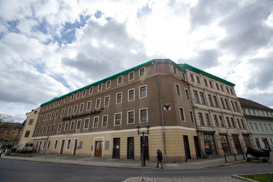 Das Dachgeschoss vom Hotel Schwarzer Adler wurde bereits Notgesichert.