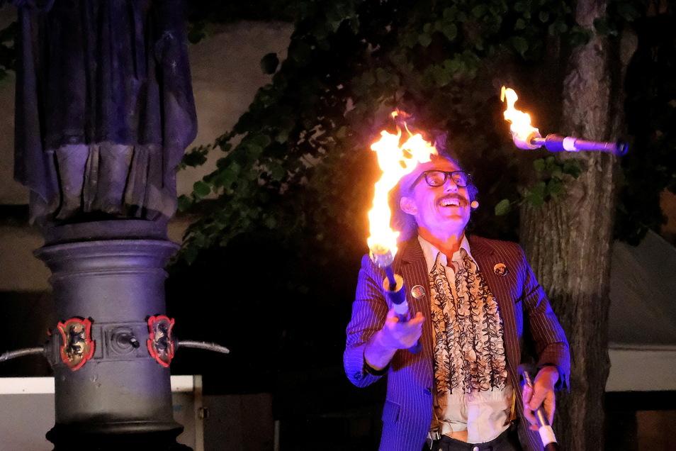 Andy Snatch aus Großbritannien begeisterte auf mit Feuerjonglage das Publikum am Heinrichsplatz.