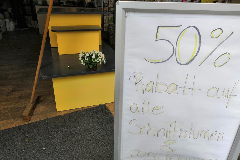 Zunächst gab es 50 Prozent Rabatt, dann verschenkte Florizz die letzten Blumen.