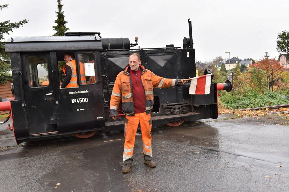 Mike Scholz ist beim Windbergbahnverein zuständig für den Gleisbau. Er versichert, dass der Verein keinen regelmäßigen Zugverkehr plant, sondern lediglich mehrere Fahrtage im Jahr.