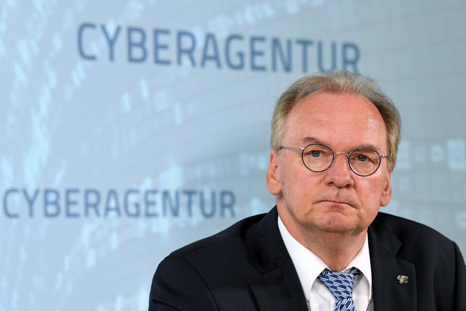 Sachsen-Anhalts Ministerpräsident Reiner Haseloff (CDU) sorgt sich um den Frieden in seiner Koalition - und in seiner Partei.