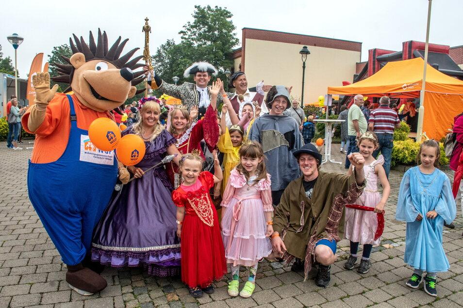 Mit Märchenfiguren und Maskottchen hatten auch die Mädchen und Jungen Spaß beim Fest, die sich nicht auf dem Hindernisparcours beweisen wollten oder eine kurze Verschnaufpause brauchten..