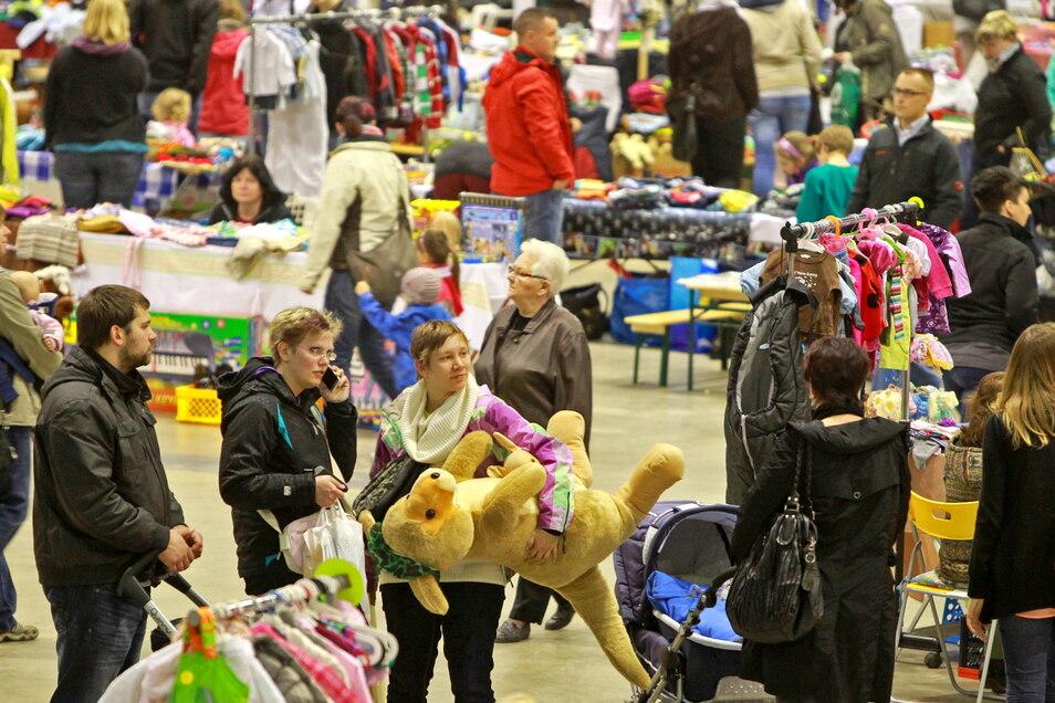 Der Hosenscheißerflohmarkt hat in der Sachsenarena Tradition. Nun geht es endlich damit weiter.
