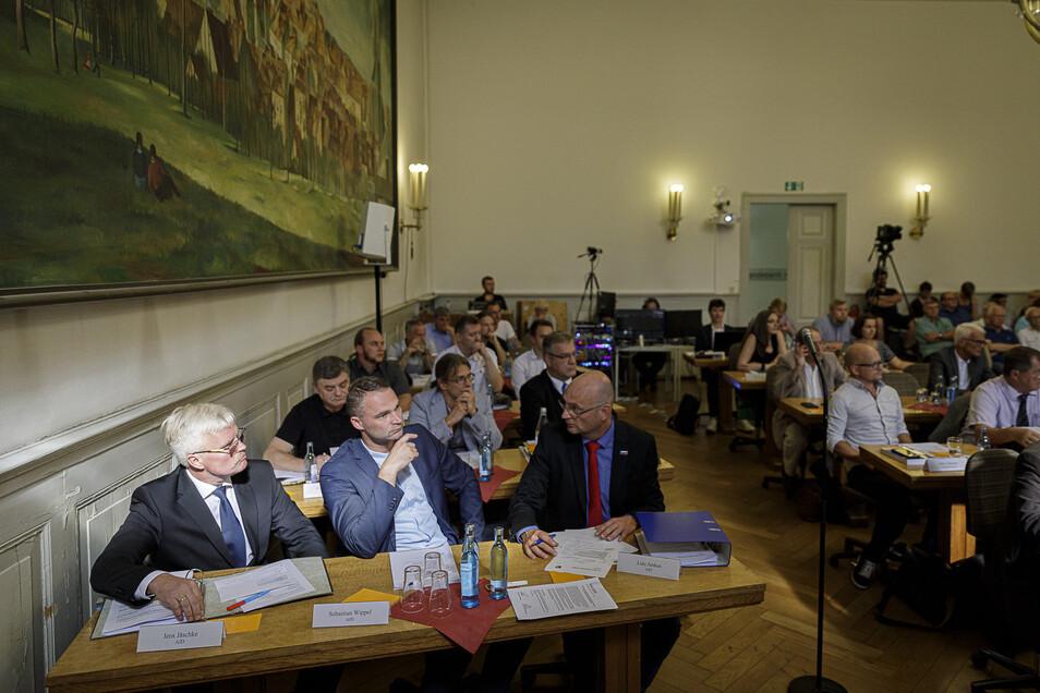 Die AfD-Fraktion im Stadtrat (im Bild links) möchte die Übertragung der Stadtratssitzungen dauerhaft speichern und veröffentlichen.