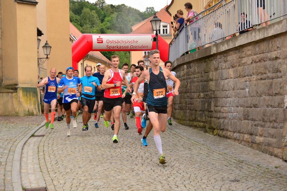 Start frei für den Festungslauf in Königstein. Nachdem das Rennen 2020 ausfallen musste, wird der Termin am 13. August nachgeholt.