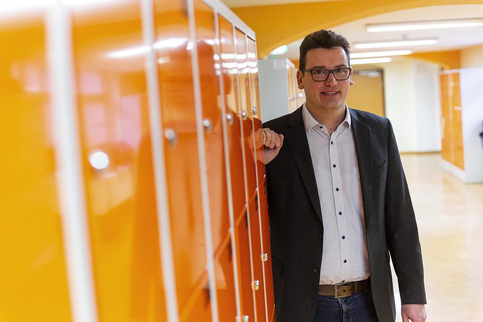 Christian Stange, Schulleiter der Oberschule Wilsdruff, stimmt momentan mit der Stadtverwaltung Wilsdruff ab, um die Schule erweitern zu können.