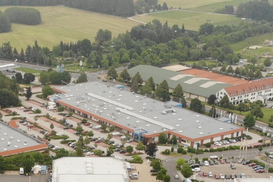 Das Einkaufszentrum EKZ in Radeberg beherbergt große und kleine Anbieter. Im kommenden Jahr wird das Haus für 8,5 Millionen Euro umgebaut.
