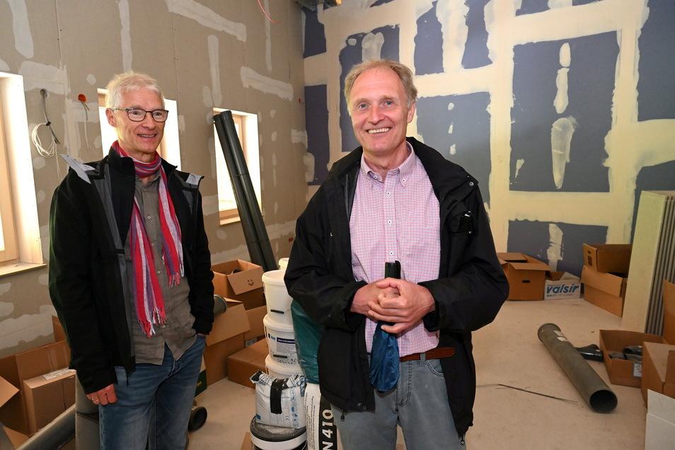 Veranstaltungsmanager Andreas Gärtner (rechts) steht mit Chefdisponent Matthias Mücksch in seinem künftigen Büro, das auch Besprechungsraum wird.
