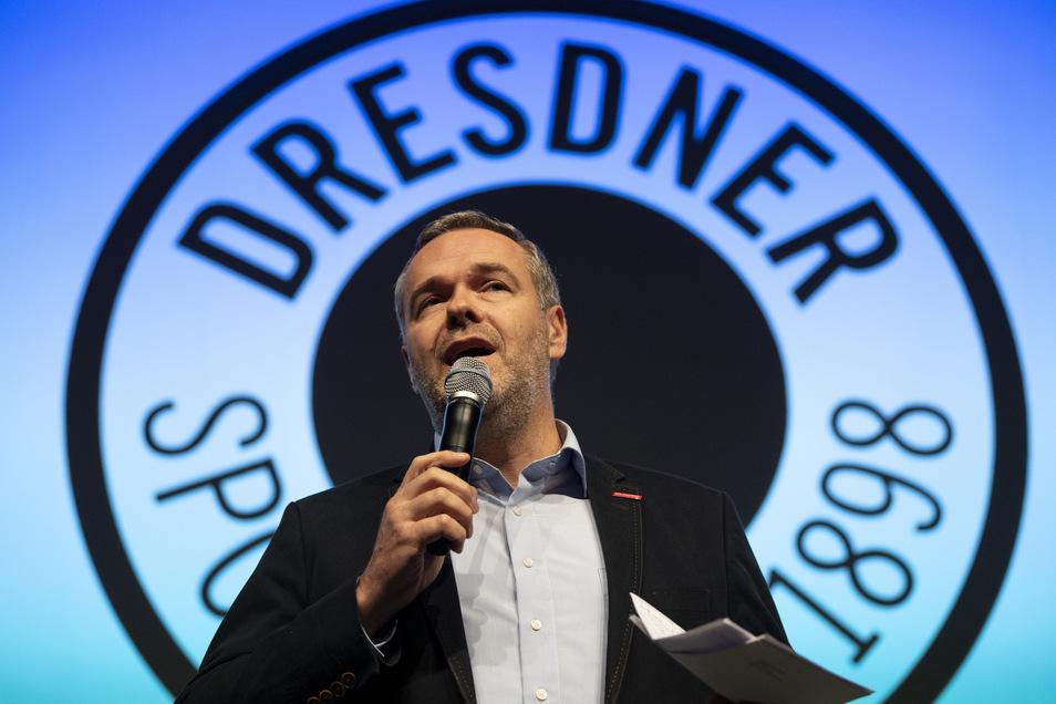 Vorstandsboss Jörg Dittrich stopft mit den Angestellten der Volleyballabteilung des Dresdner SC eine sechsstellige Lücke im Etat.